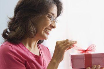 Что подарить маме на 50 лет? Подарки маме на 50 летний юбилей