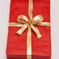Как завернуть подарок с помощью ленты