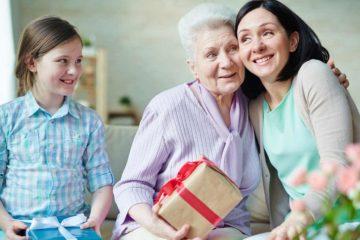 Подарок на 80 лет женщине что можно подарить