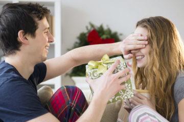 Что подарить любимой девушке на Новый год 2020