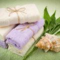 Как упаковать полотенце в подарочную бумагу? Заворачиваем полотенце в подарок мужчине и женщине