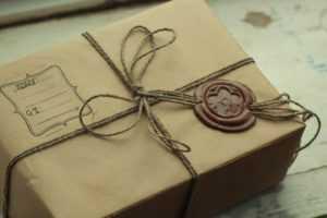 подарок с печатью