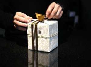 Как подобрать подарок для мужчины у которого всё есть: идеи и советы