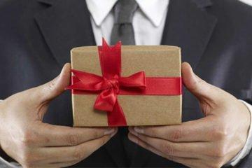 Подарок руководителю мужчине от коллектива на день рождения: необычные идеи