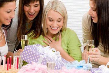 Найти как сделать маме подарок