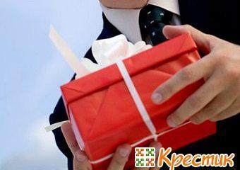 Как выбрать подарок женщине начальнице