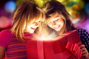 Как красиво сделать подарок подруге