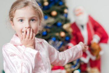 Как найти подарок детям у елки