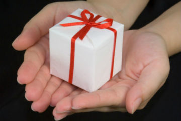 Как оригинально подарить подарок на любой праздник