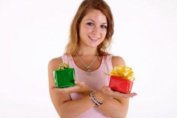 Что подарить женщине на день рождения: 40 крутых идей - Лайфхакер