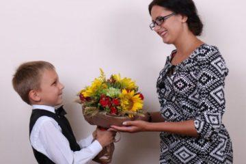 Не смущай педагога своего. Что можно и чего нельзя дарить на День учителя | Образование | Общество | Аргументы и Факты