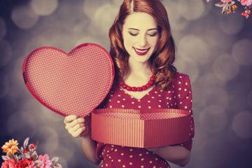 Подарок женщине на день рождения: идеи креативных и необычных подарков