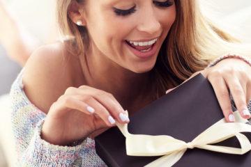 15 лучших подарков девушке на день рождения - Рейтинг 2020