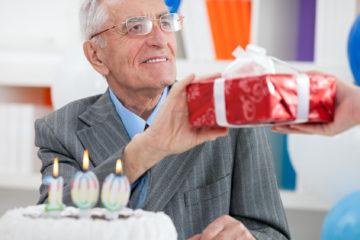 Что подарить свекру на день рождения: идеи, фото и видео