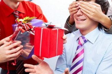 Что подарить брату на день рождения: советы и лучшие варианты