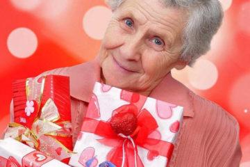 Что подарить женщине уходящей на пенсию: памятные сувениры