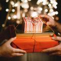ТОП 75 идей что подарить девушке на Новый Год