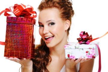 Подарок женщине на день рождения (63 фото): что можно подарить взрослой женщине? Интересные идеи оригинальных презентов для молодой девушки. Что необычного и эксклюзивного можно сделать своими руками?