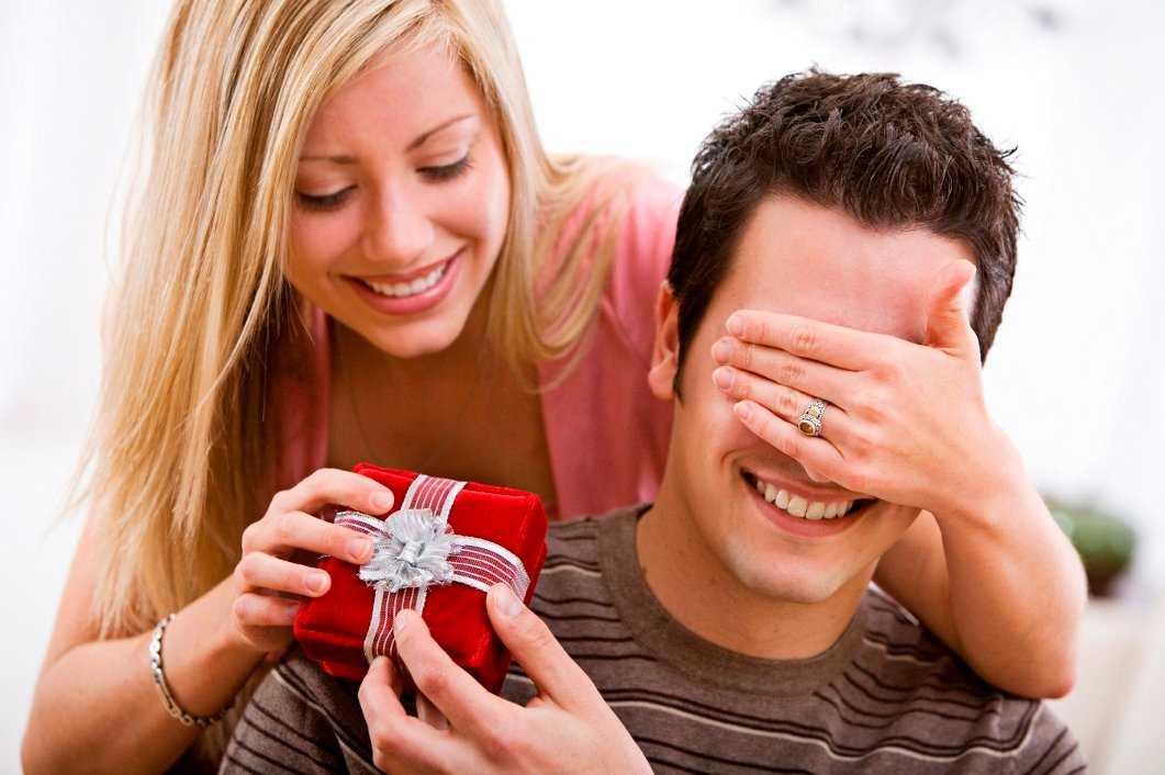 Что подарить любимому на день рождения? Идеи оригинальных сюрпризов для мужчины. Как устроить незабываемый праздник?