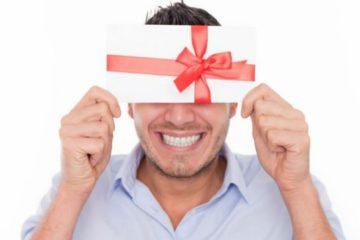 Что подарить малознакомому человеку? Топ-8 подарков