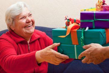 Подарки пожилым. Общий взгляд. Что подарить пожилой женщине