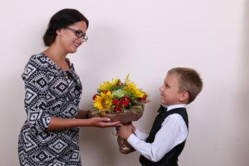 Что подарить учителю на день рождения: просто, красиво оригинально