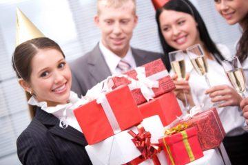 Что подарить коллеге женщине на день рождения - идеи
