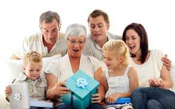 Подарок бабушке на день рождения - изготовление подарков своими руками и советы по их украшению