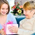 Список 50 лучших подарков бабушке на день рождения