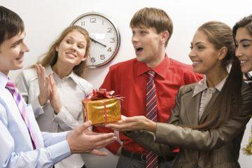 Что подарить коллективу от руководителя: советы для дальновидных и грамотных начальников