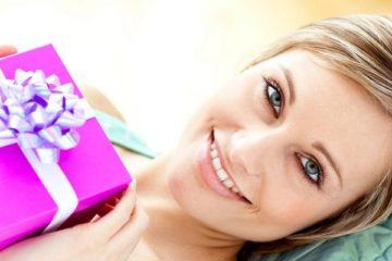 Подарок на память девушке: что подарить, интересные идеи, советы
