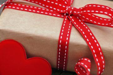 Что подарить при первом знакомстве родителям парня или девушки: готовимся к знакомству