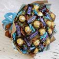 Подарки из конфет: как красиво подарить коробку со сладостями? –