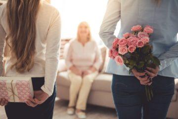 Что подарить женщине на 50-летний юбилей – 100 оригинальных идей подарков