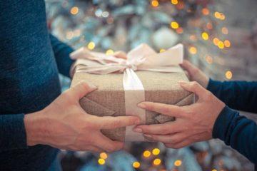 Подарок маме на день рождения — что можно подарить мамочке на ДР или на юбилей