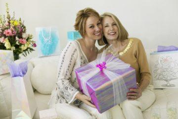 ТОП 100  Идей Что Подарить Женщине на 55 лет. Крутые, недорогие и оригинальные подарки