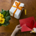 Необычные сюрпризы на день рождения. Девять невероятных идей для сюрпризов на день рождения подруге. Букет из конфет или мягких игрушек