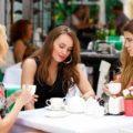 Что подарить подруге на 35 лет: радуем подругу и дарим приятные воспоминания