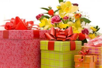 Что подарить внучке: варианты на различные праздники и мероприятия