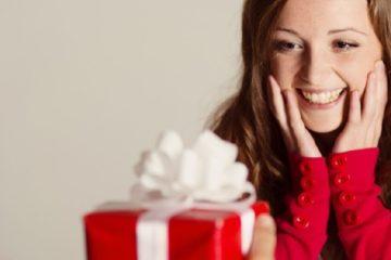 Приколы и розыгрыши для подруги на День рождения: прикольные поздравления, подарки, тосты, сценки, сценарии